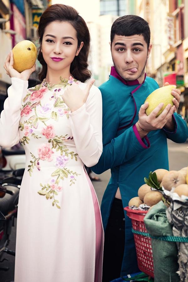 'Phát hờn' với cảnh trai tây quỳ giữa chợ Bến Thành tặng quà cho Jennifer Phạm - Ảnh 4