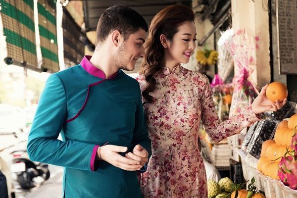 'Phát hờn' với cảnh trai tây quỳ giữa chợ Bến Thành tặng quà cho Jennifer Phạm - Ảnh 5