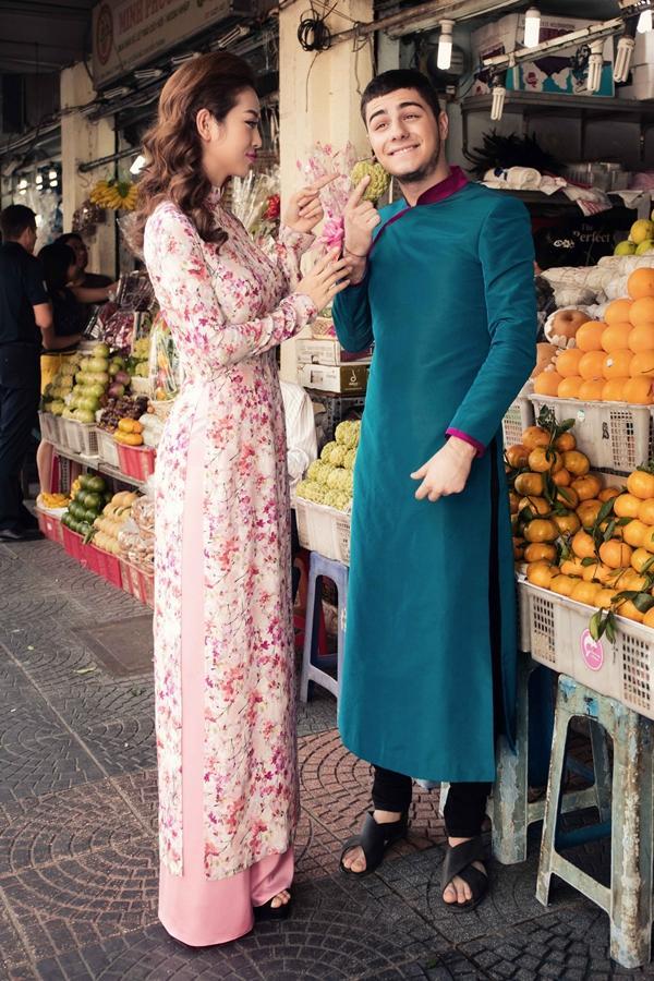 'Phát hờn' với cảnh trai tây quỳ giữa chợ Bến Thành tặng quà cho Jennifer Phạm - Ảnh 6
