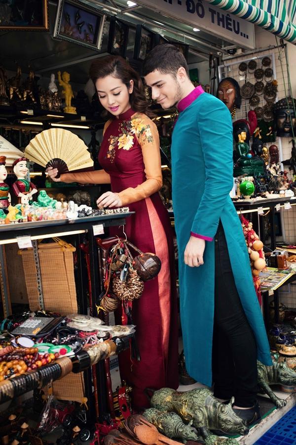 'Phát hờn' với cảnh trai tây quỳ giữa chợ Bến Thành tặng quà cho Jennifer Phạm - Ảnh 8