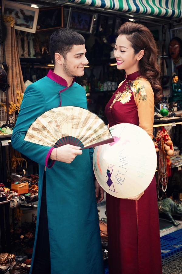 'Phát hờn' với cảnh trai tây quỳ giữa chợ Bến Thành tặng quà cho Jennifer Phạm - Ảnh 10
