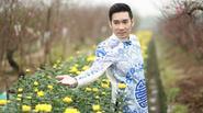 Quang Hà vào vườn đào quay clip chúc Tết độc giả
