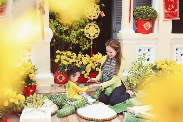 Bé Cadie Mộc Trà siêu đáng yêu khi chụp ảnh Tết cùng mẹ Elly Trần ảnh 6