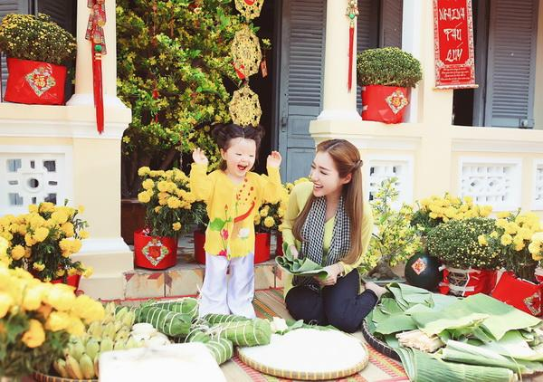 Bé Cadie Mộc Trà siêu đáng yêu khi chụp ảnh Tết cùng mẹ Elly Trần ảnh 7