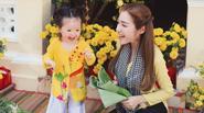 Cadie Mộc Trà siêu đáng yêu chụp ảnh Tết cùng mẹ Elly Trần