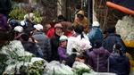 """Hà Nội: Chợ hoa Quảng Bá đông """"nghẹt thở"""" ngày cuối năm"""