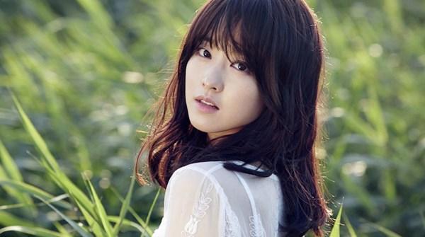 10 người đẹp Hàn vang danh trên cả hai 'mặt trận'