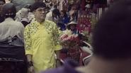 Nghệ sĩ Thành Lộc phá cách với áo dài dạo phố ngày xuân