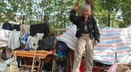 """Cái Tết không còn đơn độc của """"người rừng"""" từng sống giữa lùm cây ven sông Tô Lịch"""
