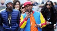 Choáng: Mayweather dạo phố Milan với phụ kiện trị giá gần 78 tỉ đồng