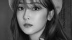 Jessica kí hợp đồng với công ty