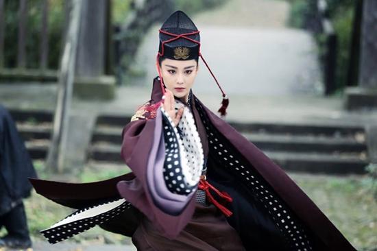 Trương Hinh Dư đẹp mê hồn khi hóa thân thành Đông Phương Bất Bại