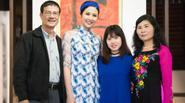 Bố mẹ và em dâu đến cổ vũ Ngọc Hân giới thiệu bộ sưu tập 'Chim công'