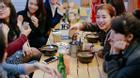 Trông mặt mà chặt chém, thói quen xấu khó bỏ của không ít hàng quán ở Hà Nội