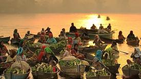 Những hình ảnh hút du khách ở chợ nổi Indonesia