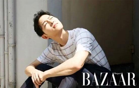 Song Joong Ki gây sốt với vẻ đẹp trai 'trẻ thơ'