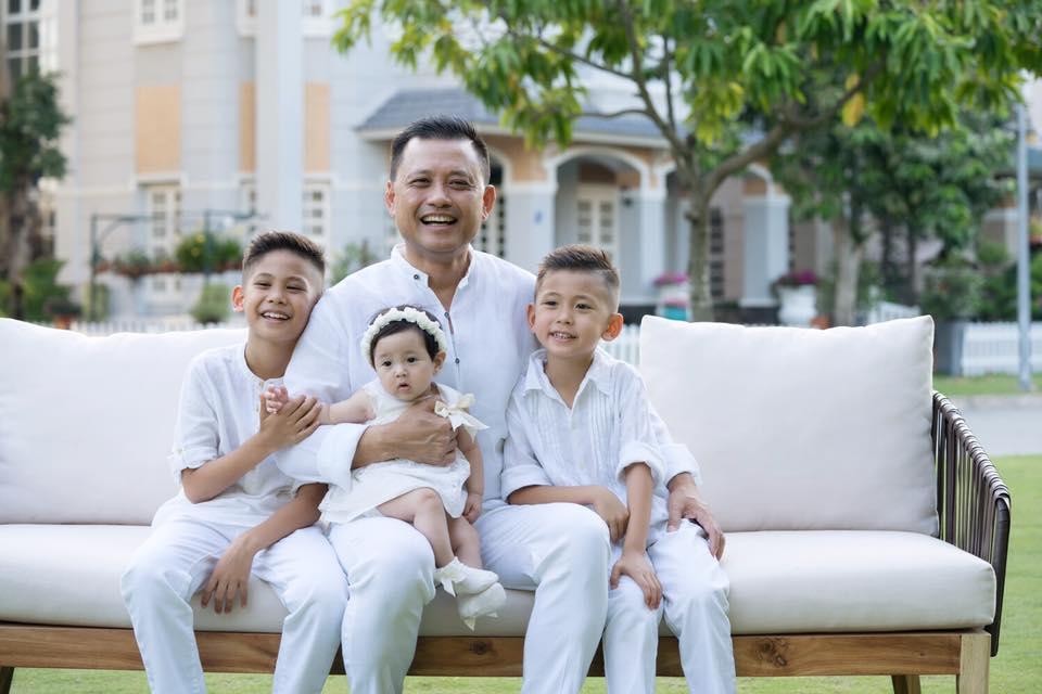 Facebook sao Việt: Thủy Tiên hết lời khen ngợi Trấn Thành ảnh 9