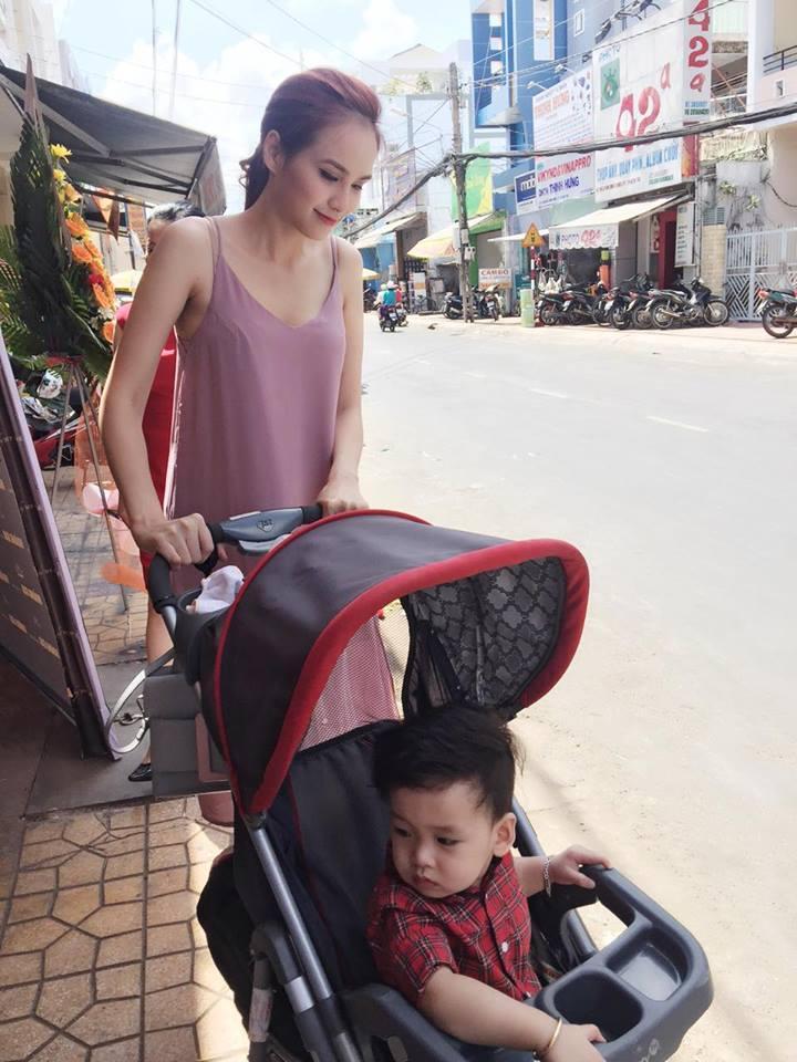 Facebook sao Việt: Vợ chồng  Jennifer Phạm ôm nhau trước mặt gia đình ở Đà Nẵng ảnh 11