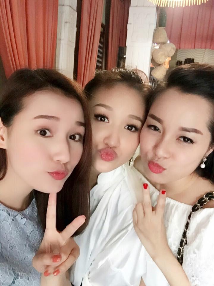 Facebook sao Việt: Fan xót xa thấy Hoài Linh