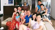 Facebook 24h: Đại gia đình nhà Jennifer Phạm du lịch cùng nhau