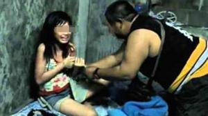 Kinh khủng: Bố hãm hiếp hai con gái suốt 4 năm, mẹ ghi hình để... sản xuất phim