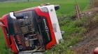 Nghệ An: Xe khách lao xuống ruộng, bé 3 tuổi tử vong, 11 người nhập viện