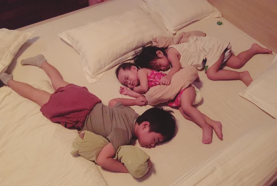 Facebook sao Việt: Vợ chồng Ưng Hoàng Phúc hạnh phúc đón con trai mới sinh về nhà ảnh 10