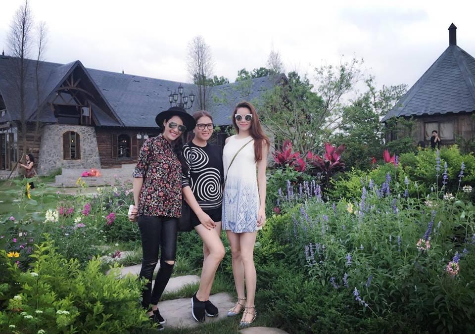 Facebook sao Việt:  Hồ Ngọc Hà cười thả ga khi đi nghỉ khiến fan ngất ngây ảnh 1