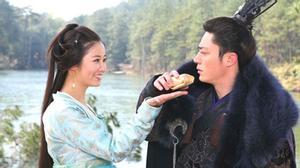 """Những khoảnh khắc ngọt ngào đến """"rụng tim"""" của Lâm Tâm Như và Hoắc Kiến Hoa"""