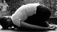 3 bài tập yoga đơn giản giúp giảm nhanh căng thẳng mùa thi