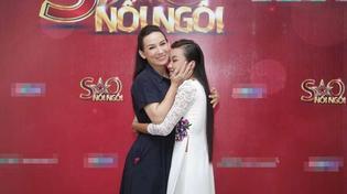 Phi Nhung 'hộ tống' con gái nuôi đi thi game show