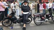 Facebook 24h: Ngô Thanh Vân đứng 2 giờ ngoài đường đón tổng thống Obama