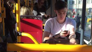 Cuộc đời đi xe buýt chỉ mong một lần gặp trai đẹp như thế này!