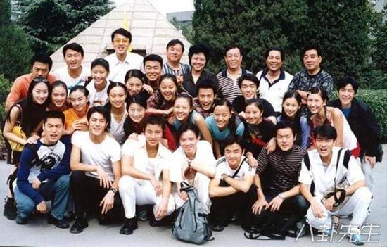 Nhìn lại những nụ cười rạng rỡ của các sao Hoa ngữ trong ngày tốt nghiệp
