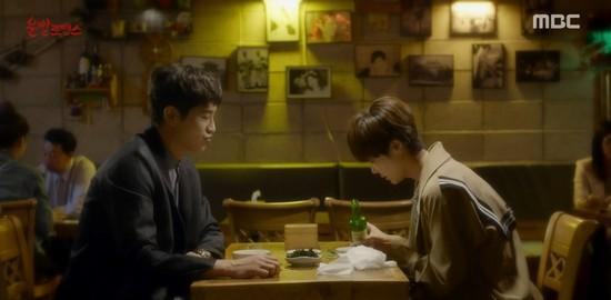 Lucky Romance: Hwang Jung Eum cưỡng hôn Ryu Jun Yeol trong cơn say