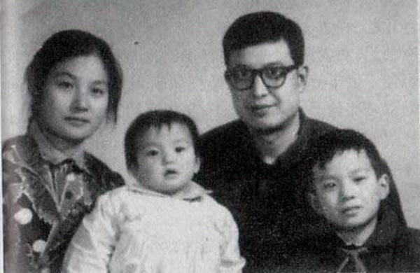Sao Hoa ngữ thuở nhỏ: Người trầm lặng, kẻ nghịch phá