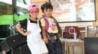 2 nhóc tì nhà Phạm Anh Khoa, Thành Được quấn quýt tại sân bay