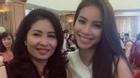 Facebook 24h: Phạm Hương hào hứng khoe khoảnh khắc bên mẹ