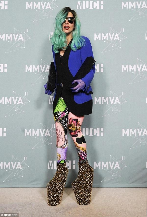 Tiền đình những lần đi giày cà kheo 40cm như diễn xiếc của Lady Gaga-6