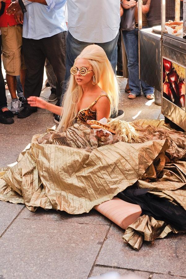 Tiền đình những lần đi giày cà kheo 40cm như diễn xiếc của Lady Gaga-9