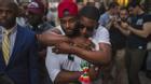 20 bức ảnh chạm tới hàng triệu trái tim sau vụ xả súng đẫm máu nhất trong lịch sử Mỹ