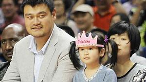 Con gái VĐV bóng rổ Yao Ming (2m29) có cao như bố mẹ?
