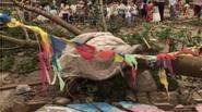 Nhà sập, cột điện đổ sau mưa đá và vòi rồng ở Trung Quốc