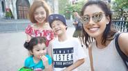 Jennifer Phạm cùng em gái nóng bỏng đưa hai con ra phố chơi