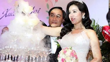 Xuân Mai rạng rỡ trong ngày cưới chồng đại gia