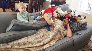 Đừng bao giờ ngủ khi lũ trẻ nhà bạn còn thức!