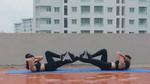 Plank và squat phiên bản hai người vừa dễ lại hiệu quả gấp đôi!