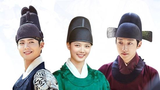 Tình yêu ngang trái của 'Thái tử' Park Bo Gum và 'Thái giám' Kim Yoo Jung
