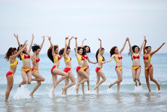 Bikini Vietjet 'đốt nóng' tập 4 The Face