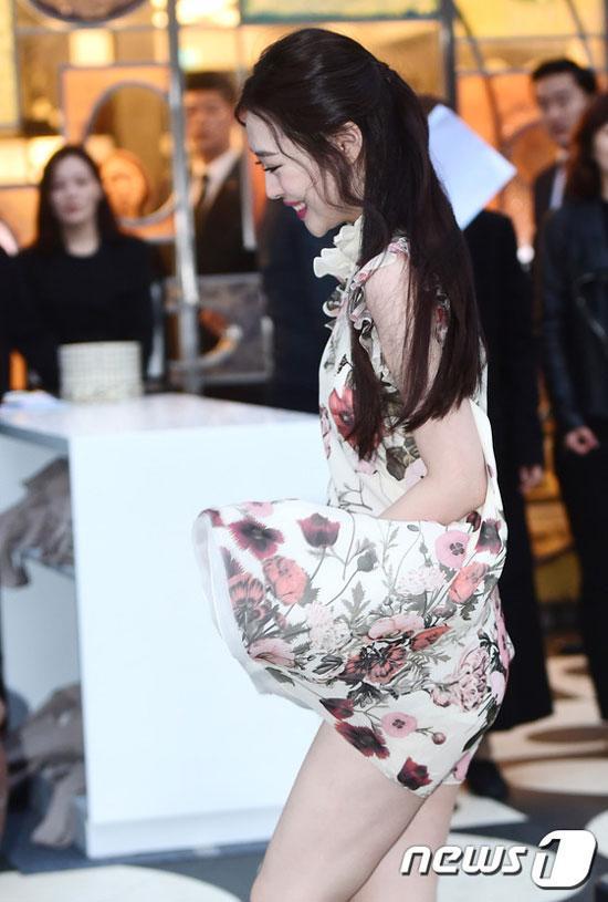 Mỹ nhân Hàn và những pha 'sượng sùng' vì tốc váy